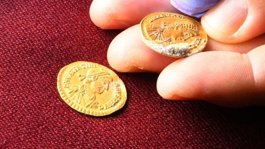 Descubren 53 monedas romanas de oro en el fondo marino de Xàbia en Alicante