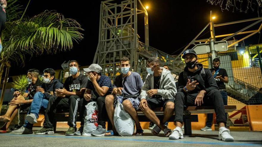 Migrantes en la estación marítima de Santa Cruz de Tenerife
