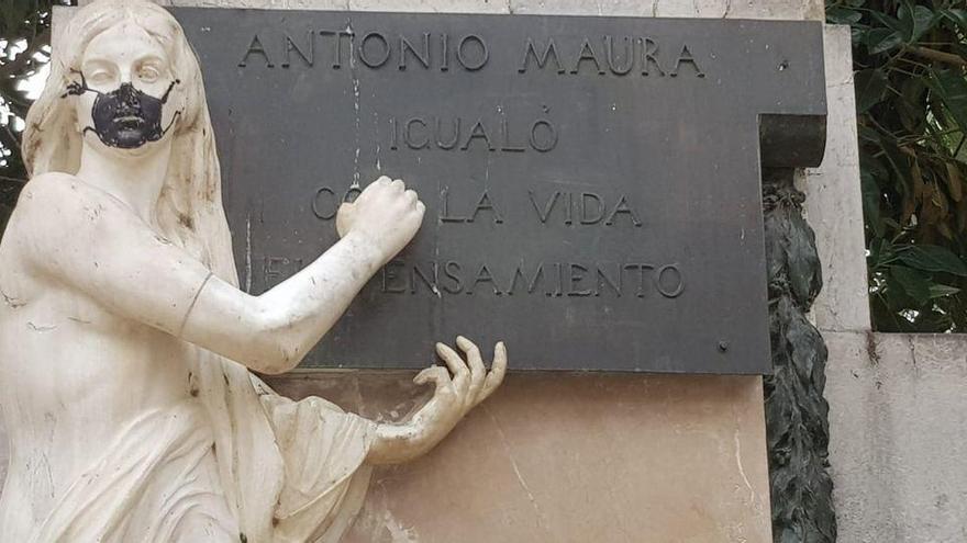In Palma tragen jetzt selbst die Statuen Atemmaske