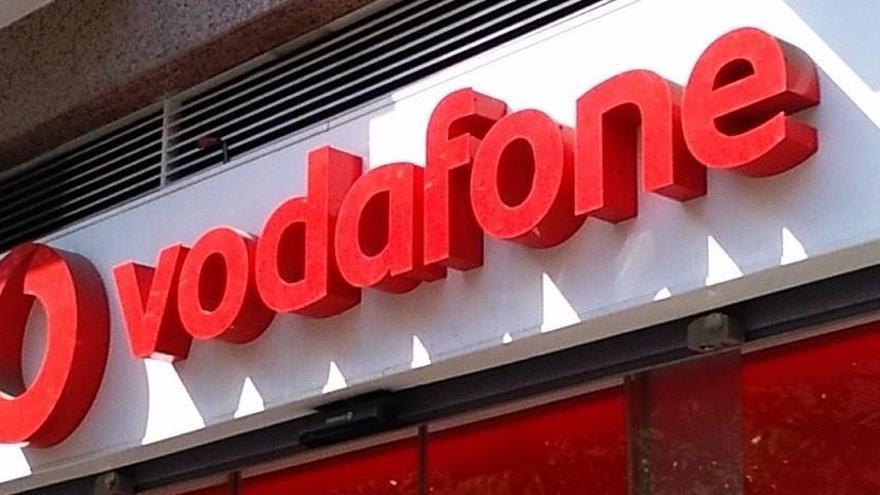 Vodafone España gana clientes de móvil, banda ancha y TV, pero baja sus ingresos