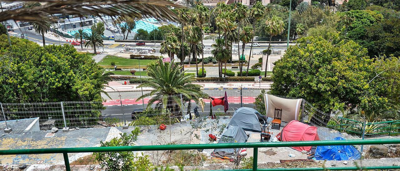 Imagen del grupo de casetas en la antigua terraza El Cielo, en los jardines Rubió, por debajo de Altavista.. | |