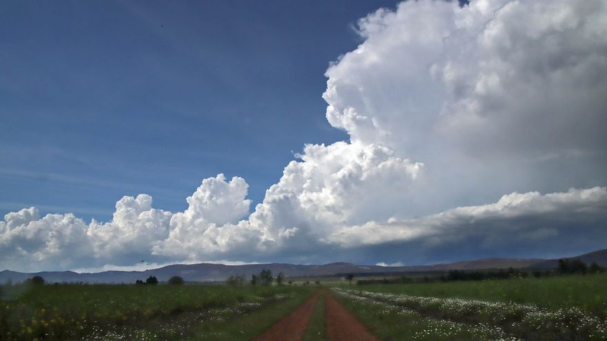 El tiempo en Castilla y León: Aemet avisa de lluvias y granizo en Soria y el lunes en toda la Cordillera Cantábrica