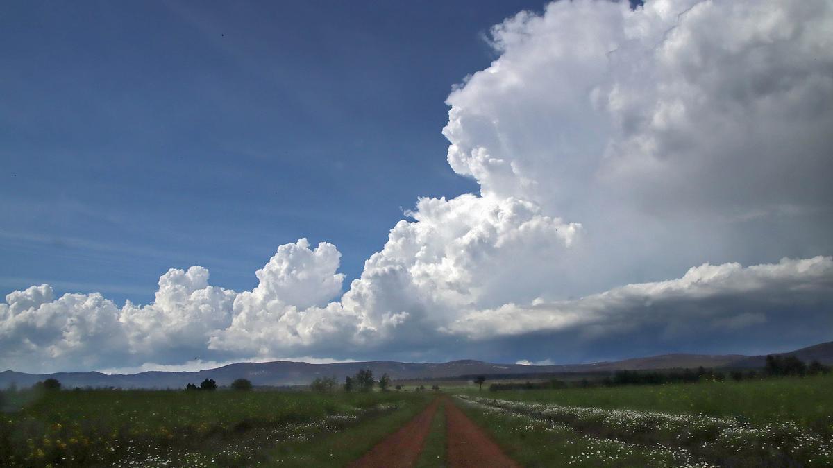 Nubes de tormenta sobre los campos de León.
