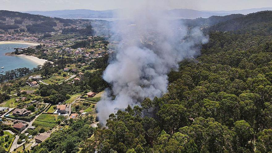 El primer incendio del verano quema 1,5 hectáreas en Monte Subrido, en Pinténs