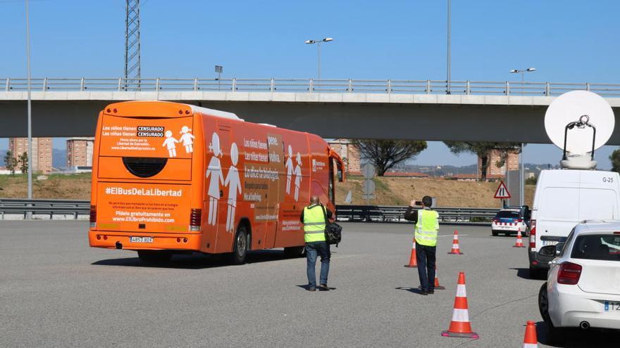 La presència del bus d''Hazte oir' provoca altercats