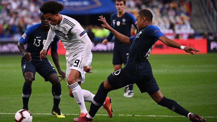 Francia hunde aún más a Alemania (2-1)