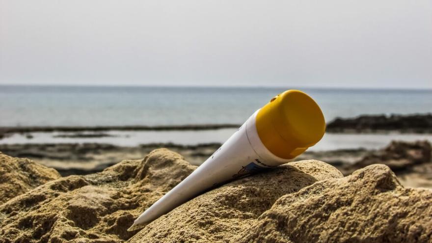 Evalúan los compuestos cosméticos y de higiene acumulados en aguas canarias