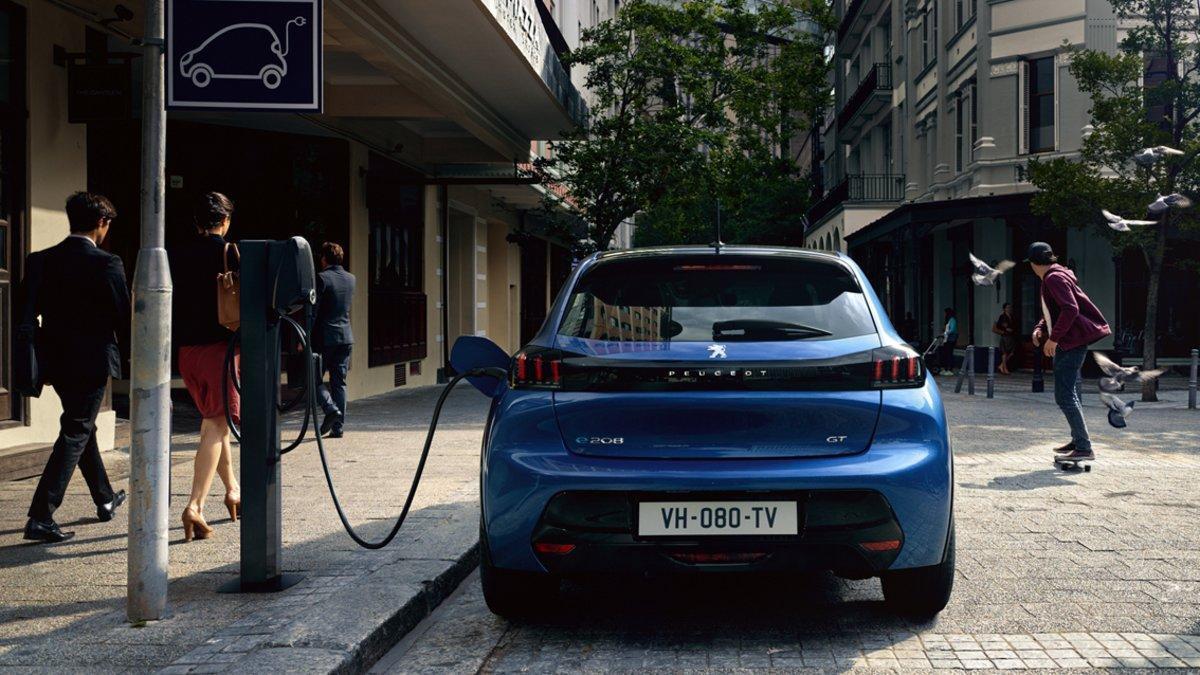 El Grupo PSA producirá coches eléctricos en sus tres fábricas españolas
