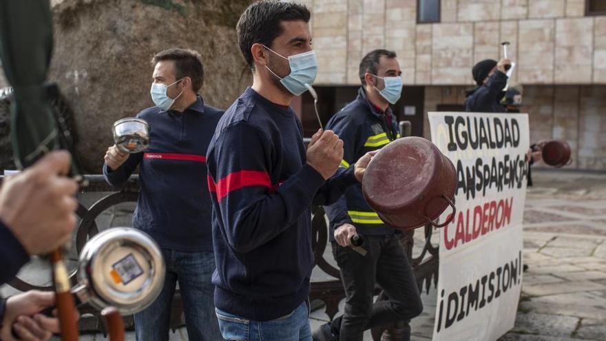 El PSOE acusa a la Diputación de vetar la presencia de bomberos del Consorcio en una Comisión