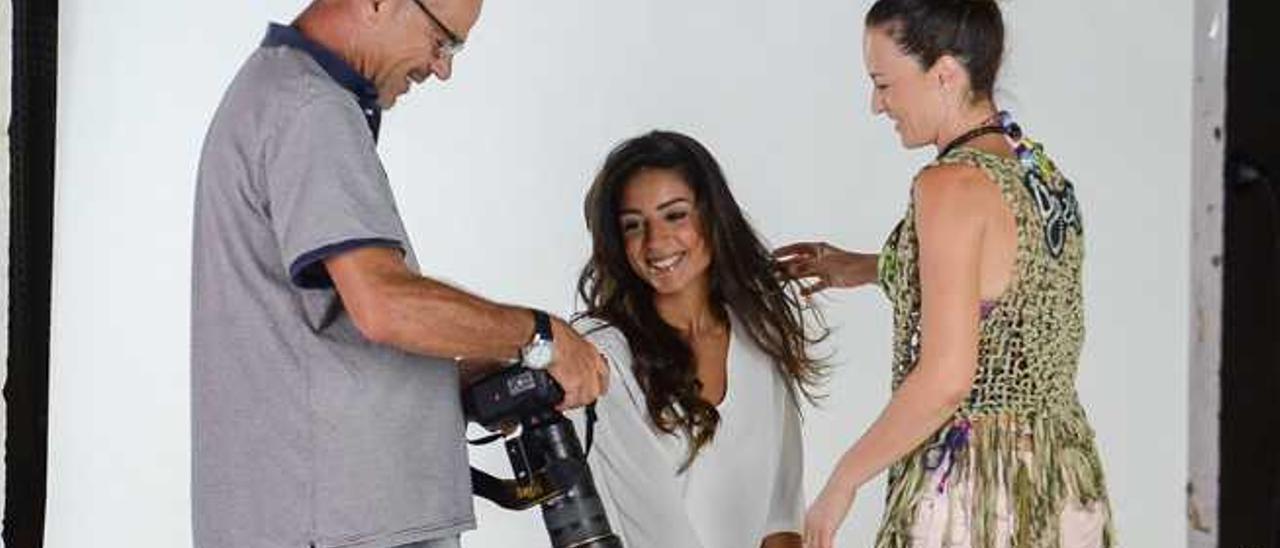 Patricia Santana, con el fotógrafo Pepe Páez y la estilista Zaida Anta, el pasado septiembre.