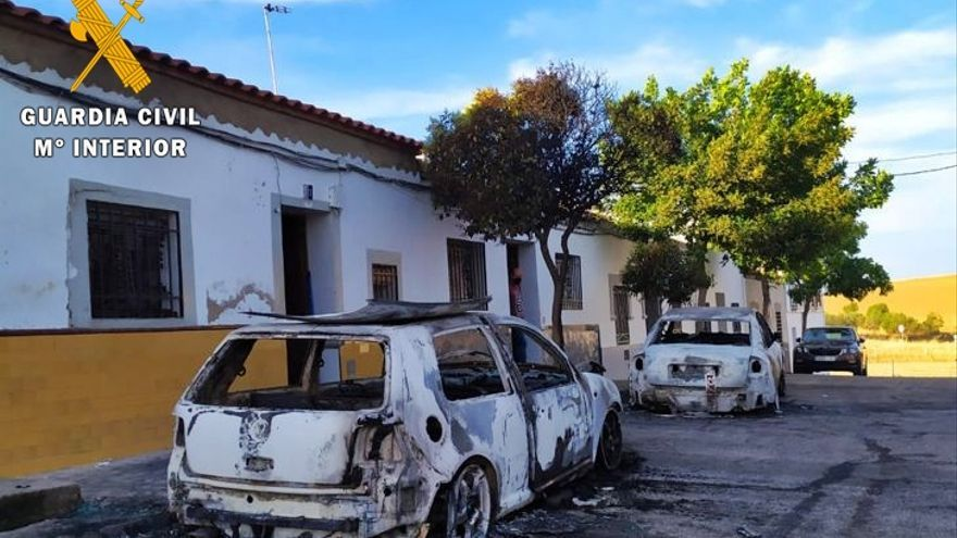 Detenido un vecino de Fuente de Cantos por incendiar dos vehículos por desavenencias con sus dueños