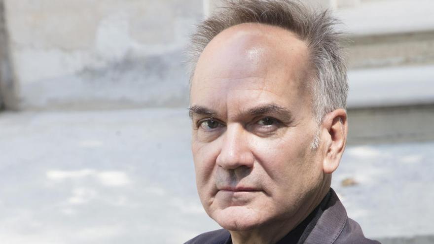 L'escriptor Hervé Le Tellier confronta un grup de persones amb els seus dobles a 'L'anomalia'