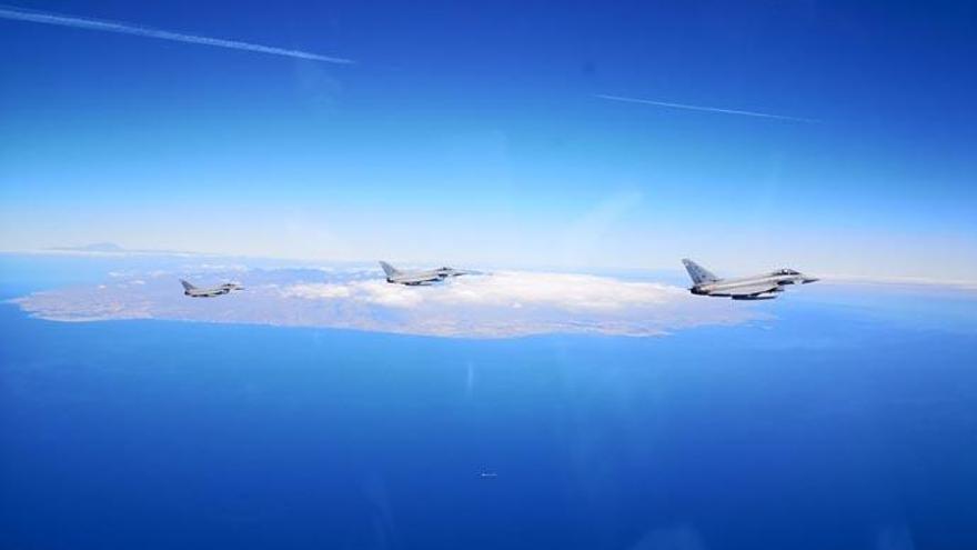 Un piloto del ejército inmortaliza la costa de Los Gigantes desde su caza