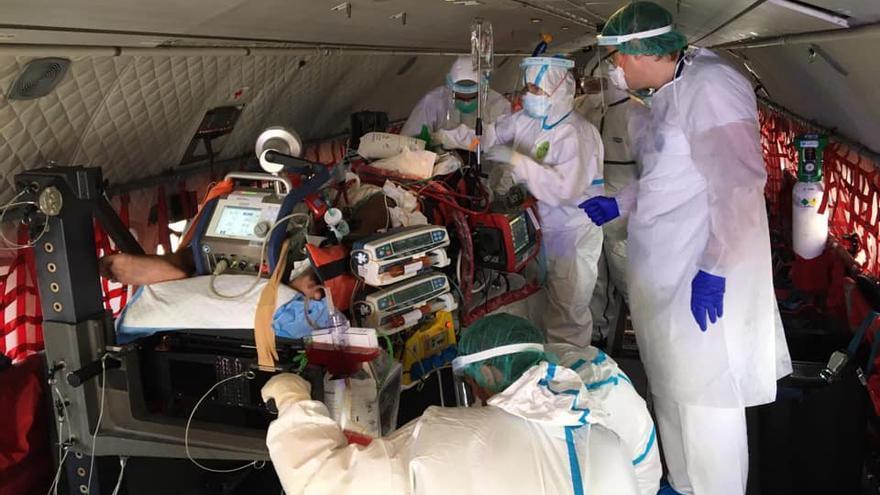 Trasladan a Barcelona a una niña con coronavirus en estado crítico