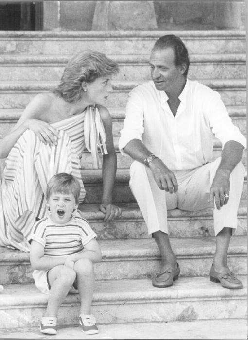 Lady Di y su hijo Guillermo con el rey Juan Carlos l en Marivent