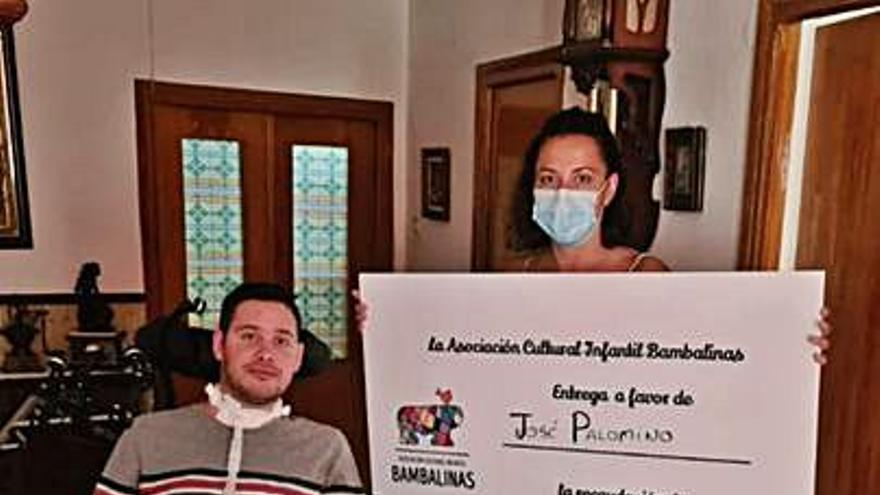 La asociación Bambalinas aporta 1.532 euros para la silla de José Palomino