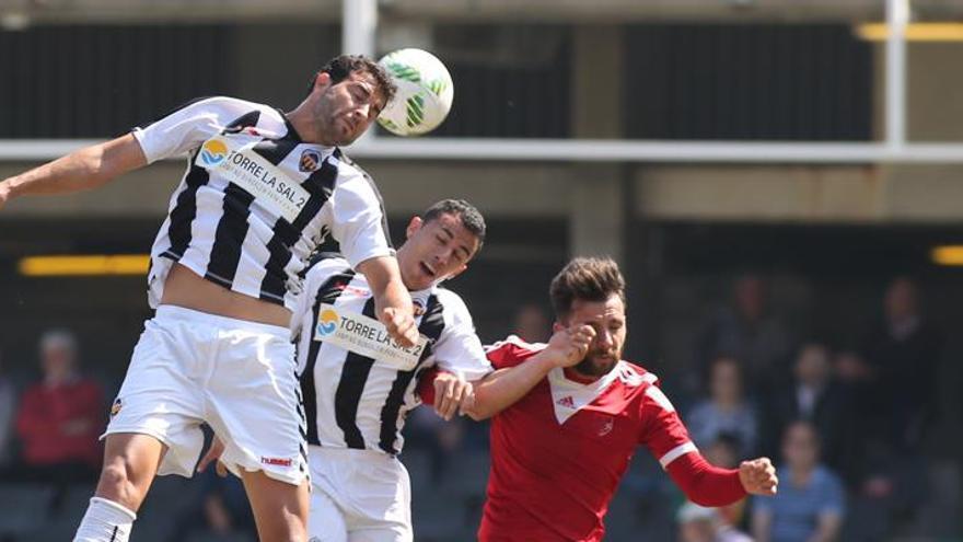 El CD Castellón se evade de la realidad en el derbi y crucifica al CF Borriol (5-1)