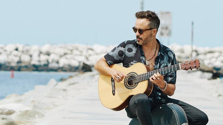 El guitarrista valenciano Twanguero actúa en los Groucho de Santander