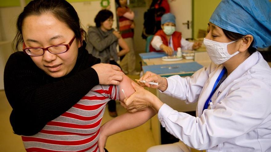 """China admite que la eficacia de sus vacunas """"no es alta"""""""