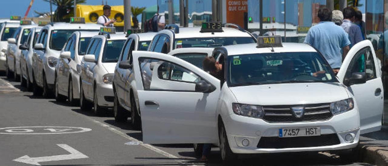 Los vecinos de la zona centro pagarán 35 céntimos más por un viaje en taxi
