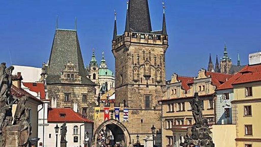 León se va de viaje a Praga