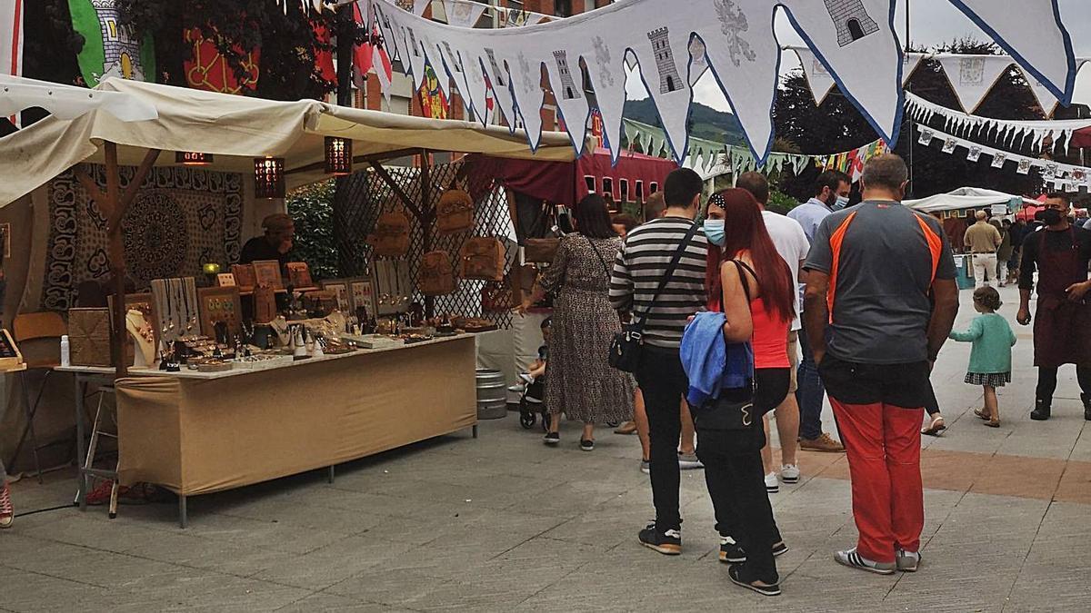 Ambiente en el mercado lenense. | V. S.