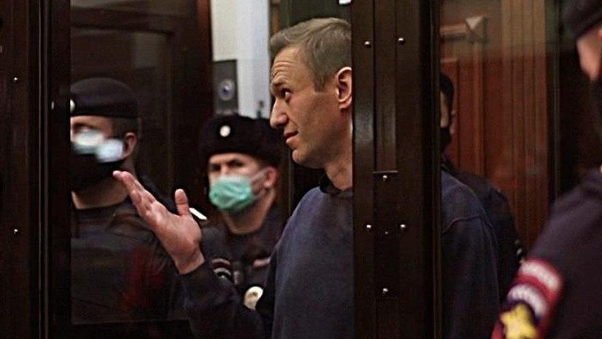 Navalni acusa a Putin desde la cárcel de vengarse de él por volver a Rusia