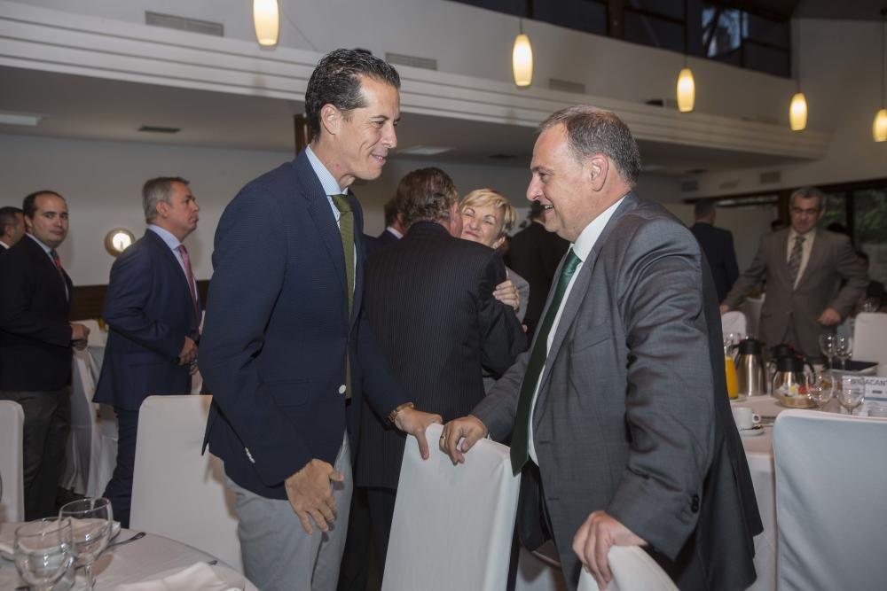 El presidente de Federación Valenciana de Municipios y Provincias y alcalde de Elda, Rubén Alfaro, y el director general de Contenidos de INFORMACIÓN, Juan R. Gil.