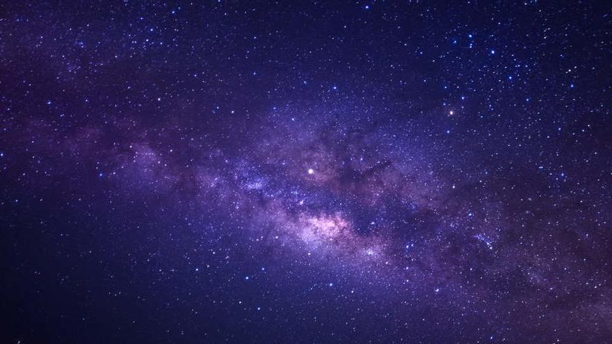 Las estrellas aisladas son expulsadas por sus cúmulos