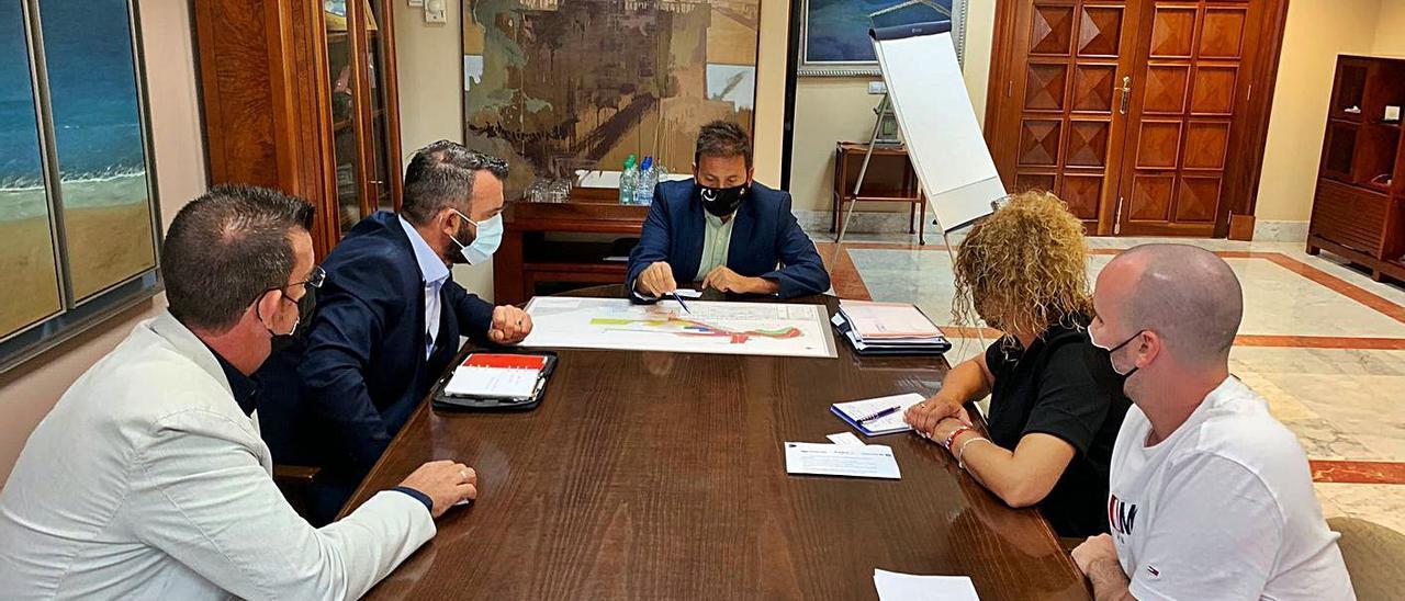 Encuentro de los representantes de Metalox de Cartagena con el presidente de la Autoridad Portuaria, Luis Ibarra.
