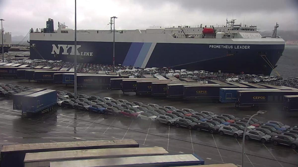 """El """"Prometheus Leader"""" atracado hoy en la terminal de Bouzas antes de partir hacia Bélgica"""