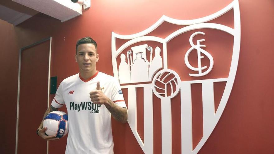 El Sevilla FC refuerza su parcela defensiva con Arana