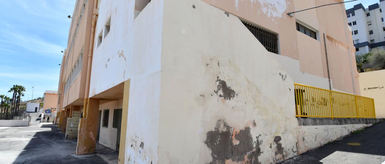 Estado del colegio Montiano Placeres (Jinámar) en abril del 2019, antes de ser rehabilitado