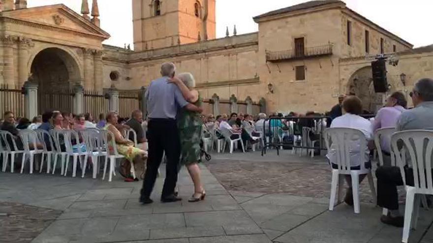 San Pedro 2016: Un tango junto a la Catedral