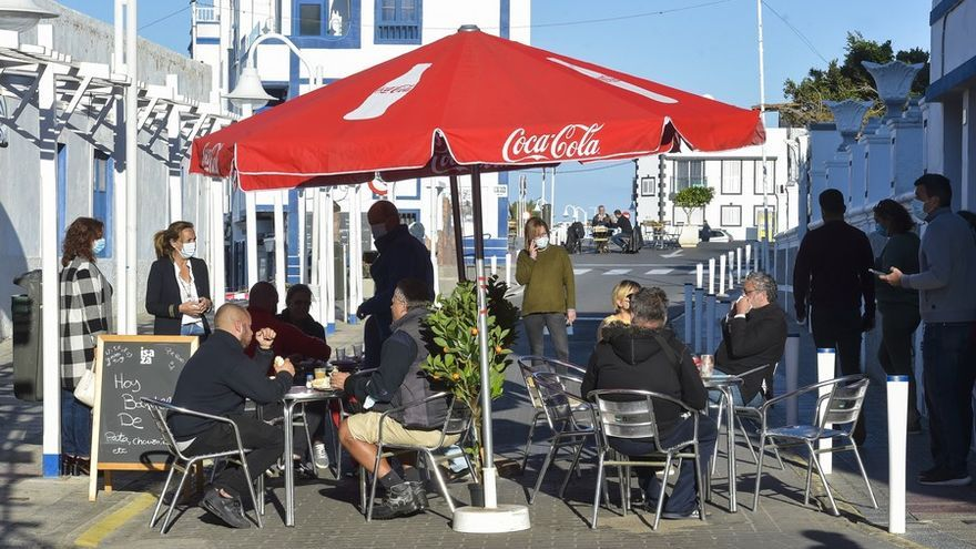 Cierre de la calle principal del puerto de Las Nieves para colocar terrazas
