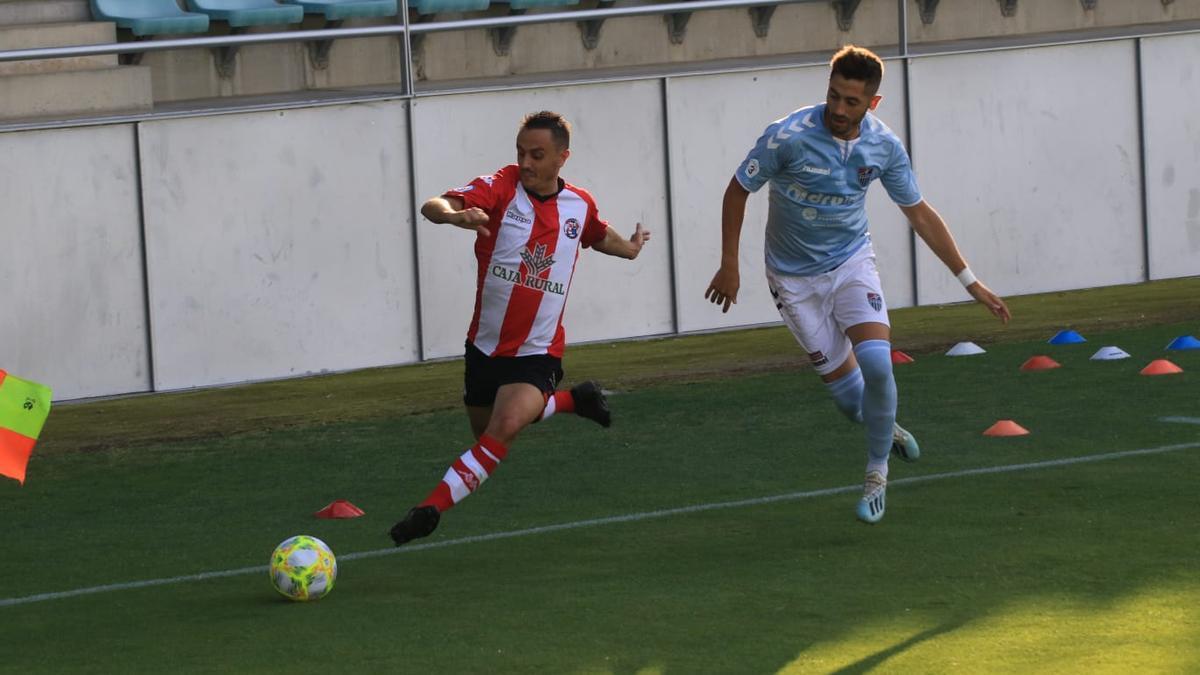 Un instante del partido de ascenso entre el Zamora CF y la Segoviana.