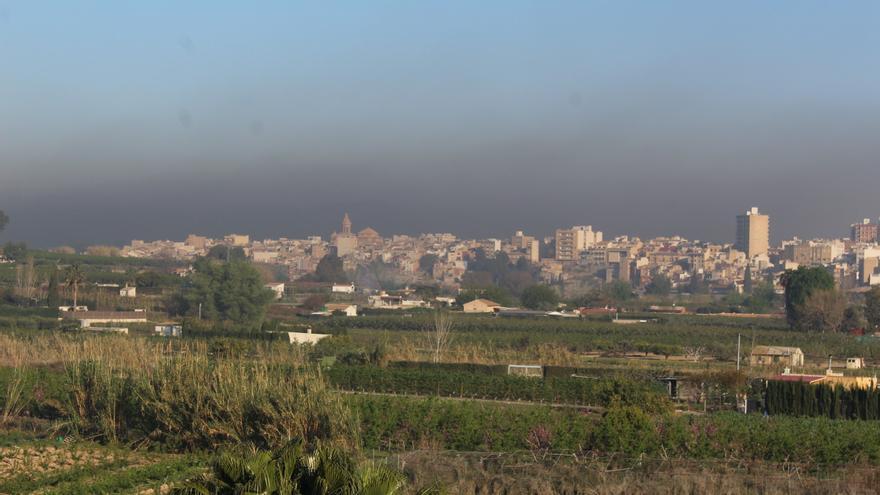 Las quemas antiheladas vuelven a contaminar el aire de la Vega Alta
