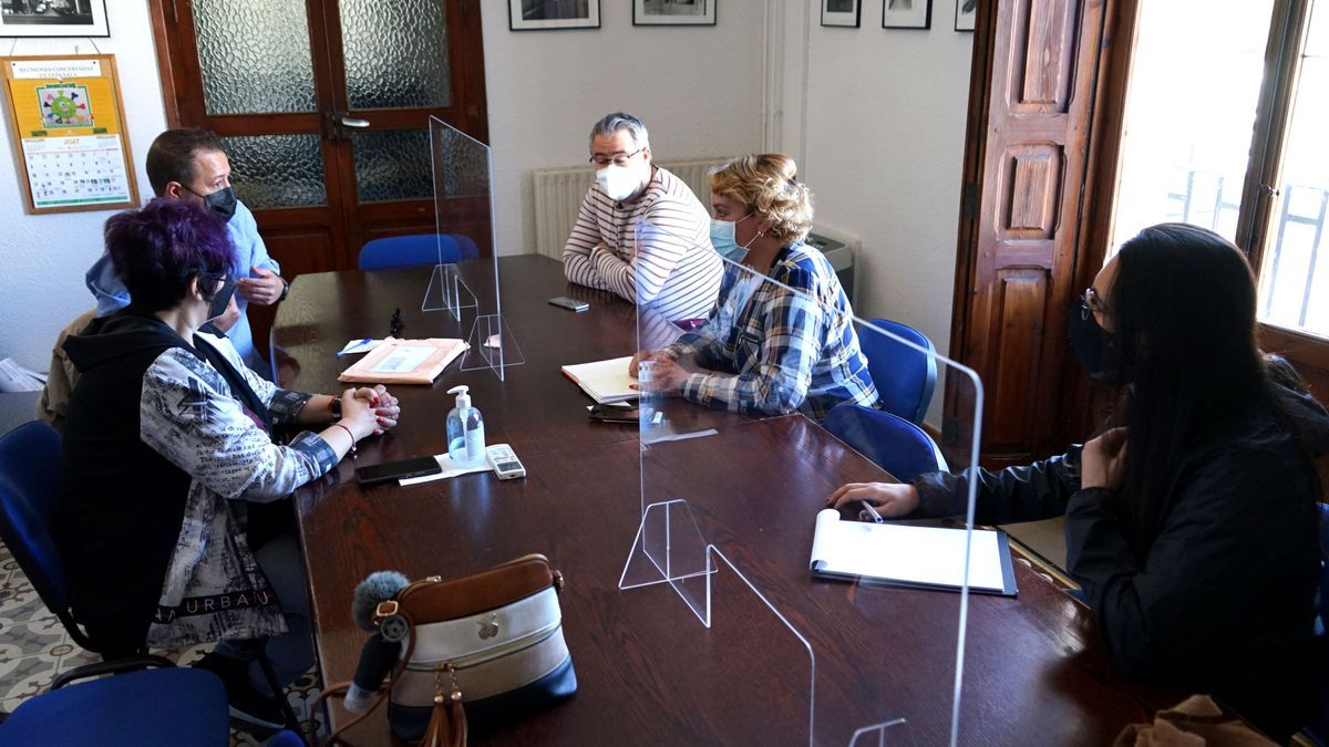 Reunión  de la alcaldesa con entidades.