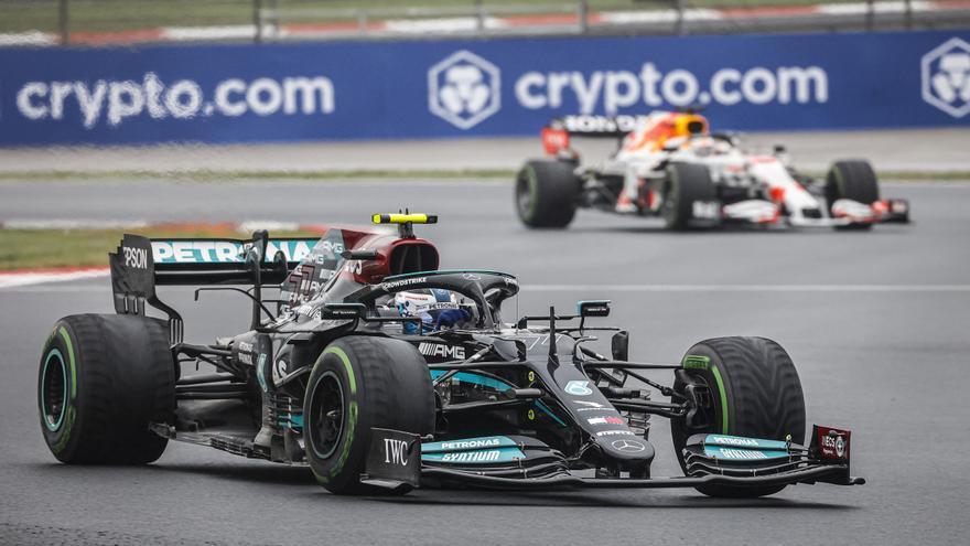 Los Mercedes mandan en los primeros libres de Austin, con Sainz quinto