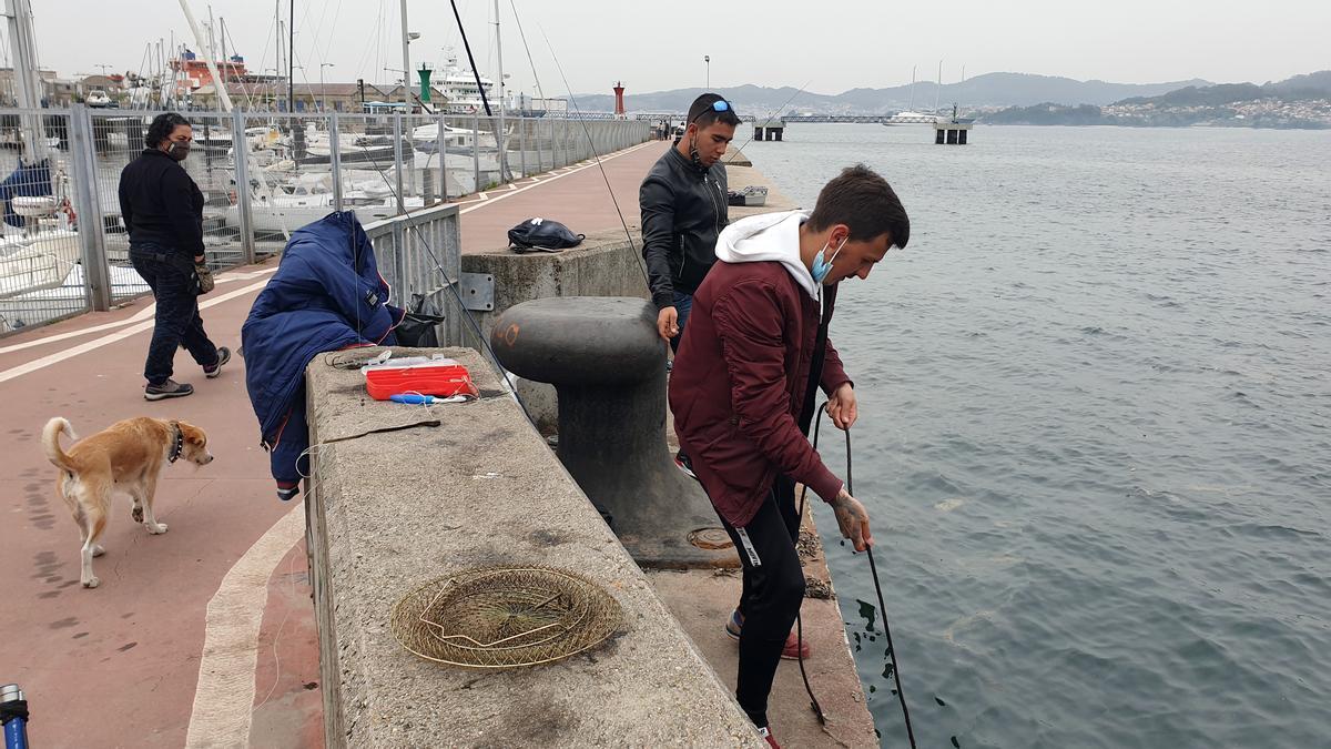 Pescadores deportivos en Vigo.