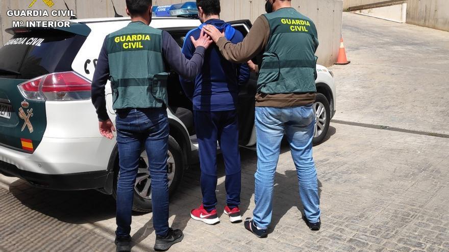 Tres detenidos en Sant Joan y Santa Pola por estafas con falsas web de créditos rápidos
