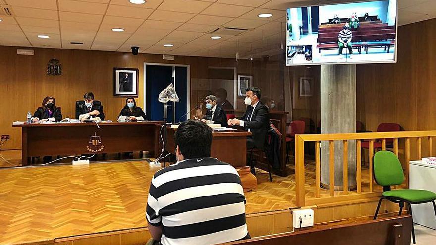 Dos años de cárcel por robar 56.000 euros a su jefe en una gasolinera de Gondomar