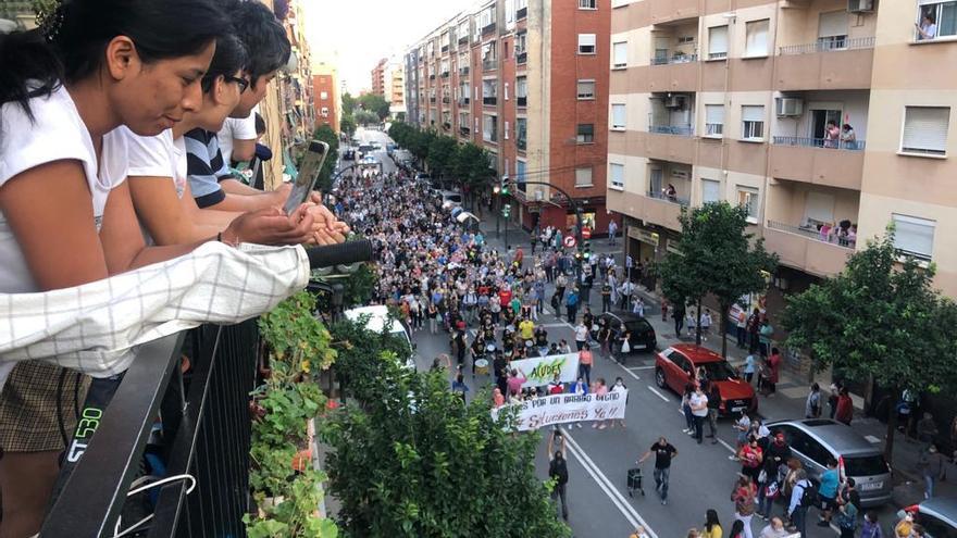 Los vecinos de Orriols protestan contra los problemas de convivencia