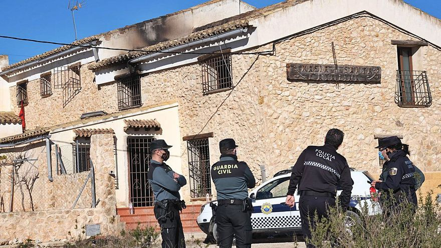 Cinco intoxicados al arder una casa en Pinoso donde se cultivaba marihuana