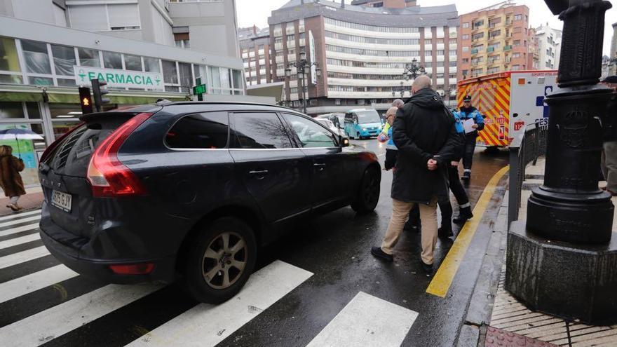 Arrollada una joven al cruzar en rojo un semáforo en la calle Fray Ceferino de Oviedo