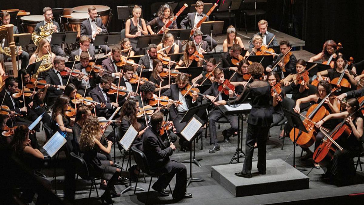 Un concert de l'OFUV dirigit per Beatriz Fernández Aucejo.   UV