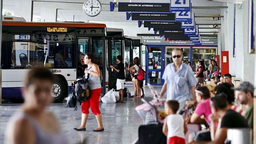 Fomento reduce de 27  a 10 las concesiones de las líneas de autobuses