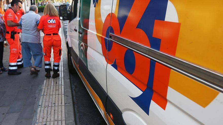 Málaga y 061 firman un pacto para fomentar la implantación de desfibriladores
