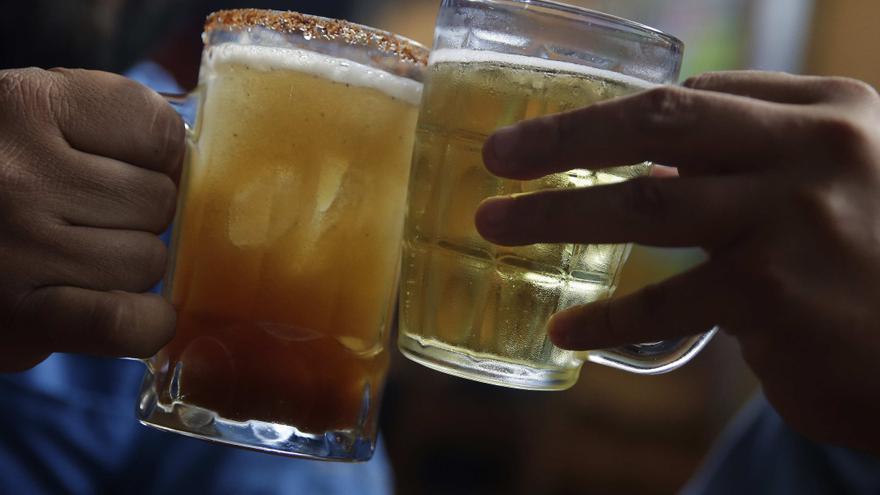El consumo de alcohol en la adolescencia duplica el riesgo de padecer cáncer de mama