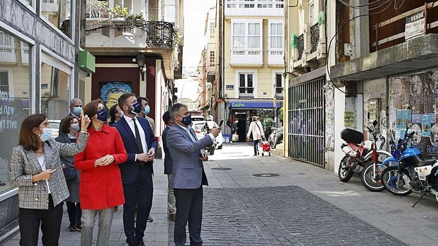 Urbanismo avanza contactos con dueños de 10 casas en ruinas para facilitar su venta a la Xunta